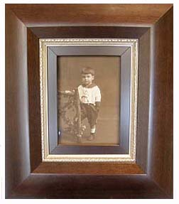 A custom picture frame can preserve your ancestors in style